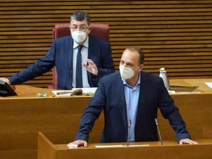 El vicepresidente segundo de la Generalitat, Rubén Martínez Dalmau, en una sesión en las Cortes.