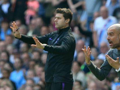 Pochettino y Guardiola gesticulan en la banda del Etihad durante la temporada pasada en la que el argentino entrenaba al Tottenham.