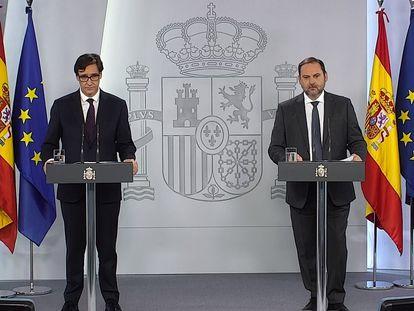 Los ministros de Sanidad y Transporte, Salvador Illa y José Luis Ábalos, durante la rueda de prensa en La Moncloa.