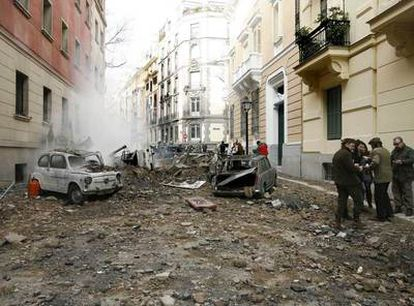 Rodaje de la película <i>Balada triste de trompeta,</i> de Álex de la Iglesia, en el barrio de Chamberí, en Madrid.