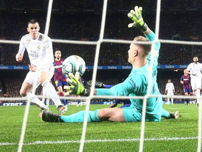 Bale marca ante Ter Stegen el gol que fue anulado por fuera de juego de Mendy. En vídeo, Zidane habla de la falta de gol frente al Barcelona.