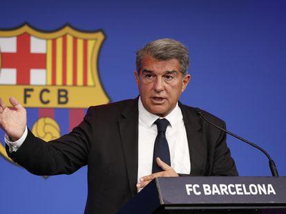 El presidente del FC Barcelona, Joan Laporta, durante la conferencia de prensa en el Auditorio 1899, junto al Camp Nou.