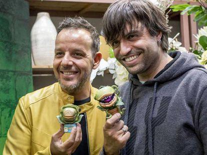 Àngel Llàcer y Manu Guix, directores de 'La tienda de los horrores'.