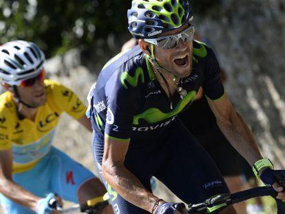 Alejandro Valverde intenta escaparse del líder, Vincenzo Nibali.