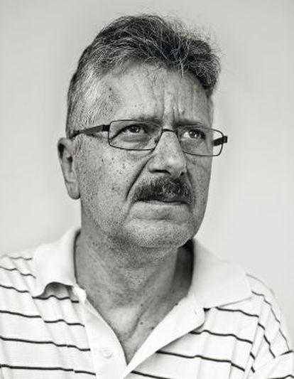 El escritor Bashkim Shehu, hijo del ex primer ministro albanés Mehmet Shehu.