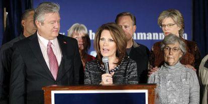 Michele Bachmann anuncia su retirada de la carrera presidencial.
