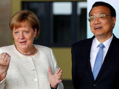 La canciller alemana, Angela Merkel, y el primer ministro chino, Li Keqiang, el pasado julio.