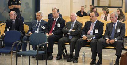 Los exdirectivos de Novacaixagalicia sentados en el banquillo de la Audiencia Nacional durante el juicio