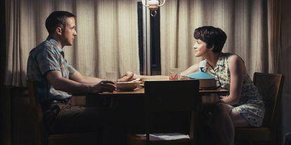 Foy junto a su compañero de reparto en First Man Ryan Gosling.