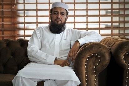 Rashid Ul Haq, uno de los responsables de la madrasa Haqqania, durante su entrevista con EL PAÍS