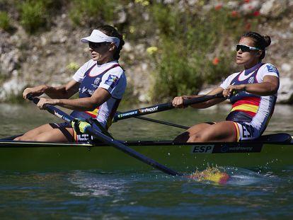 Virginia Díaz  (I) y Aina Cid, durante la concentración previa a los Juegos en la Sierra de Güéjar.