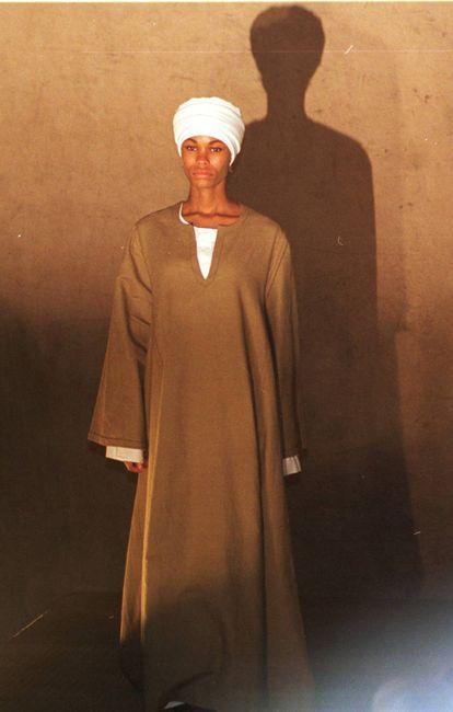 Pieza de su colección otoño-invierno 2001 inspirada en Egipto y la cultura islámica.