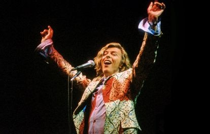 David Bowie actuó en el Festival de Cine de Glastonbury en junio de 2000, días antes de grabar