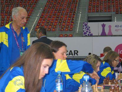 El equipo sueco, durante el encuentro con Serbia. Anna en primer plano, Pía al final, y Juan Manuel de pie.