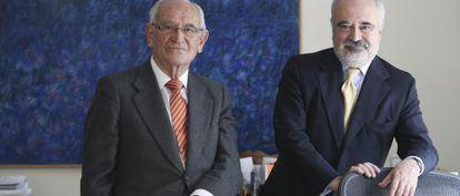 Aristóbulo de Juan experto en economía y César Molinas.