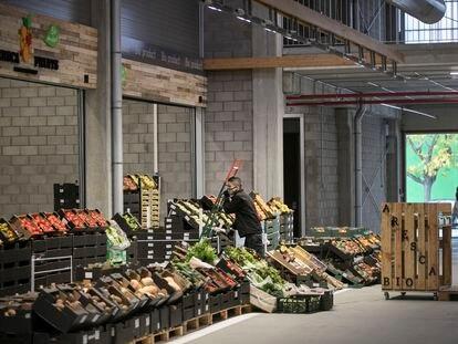 Preparativos para la apertura del Biomarket, en Mercabarna