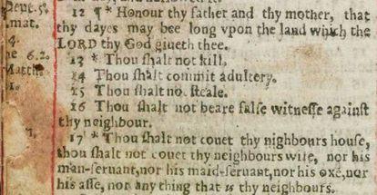 """La Biblia Adúltera (1631) ordena por error: """"Cometerás adulterio""""."""