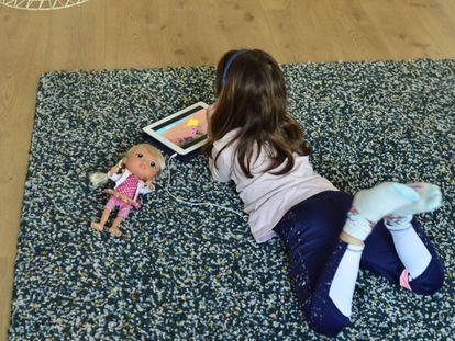 Los psicólogos advierten: los menores de seis años necesitan salir a la calle.