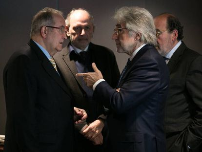 Josep González (Pimec) habla con Josep Sánchez Llibre (Fomento del Trabajo), este viernes.