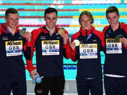 De izquierda a derecha, Peaty, Guy, Greenbank y Scott, el equipo británico de relevo de estilos.