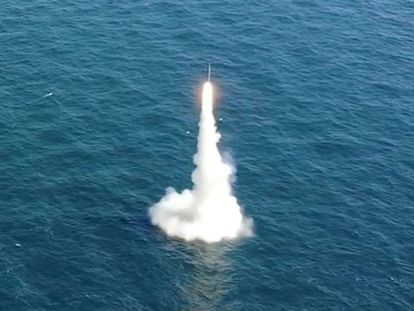 Lanzamiento de un misil desde un submarino surcoreano este miércoles 15 de septiembre