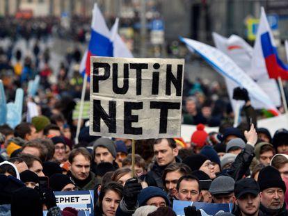 Una manifestación en contra de la llamada Red Soberana Rusa el 10 de marzo en Moscú.