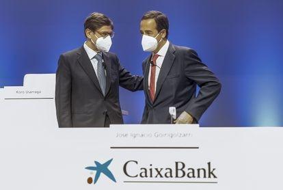 El presidente de Caixabank, José Ignacio Goirigolzarri, y el consejero delegado de la entidad, Gonzalo Gortázar, durante una reunión de la Junta General de Accionistas de Caixabank, el pasado 14 de mayo, en el Palacio de Congresos, en Valencia.