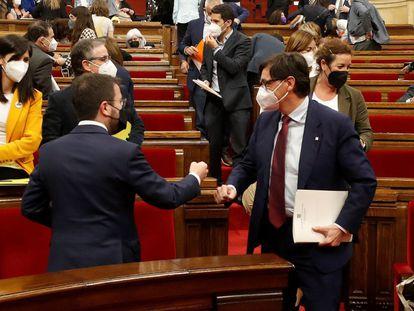 El presidente de la Generalitat, Pere Aragonès, y el líder del PSC, Salvador Illa, el pasado mayo en el Parlamento catalán.