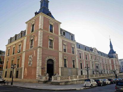 Aspecto actual de la fachada del edificio del Salón de Plenos, del siglo XVII, por donde se ampliará el Museo del Prado.