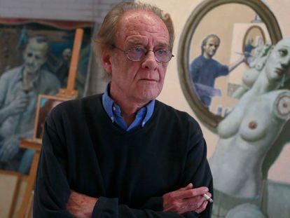 Luis Eduardo Aute, cantante y pintor, en su casa de Madrid en 2016.