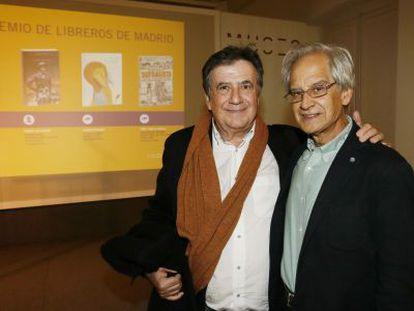 Luis Landero (izquierda) y Andrés Rábago, El Roto, ayer.