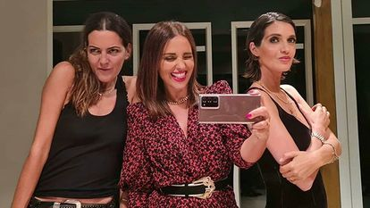 Paula Echevarría y Sara Carbonero junto a Elena Hernández.