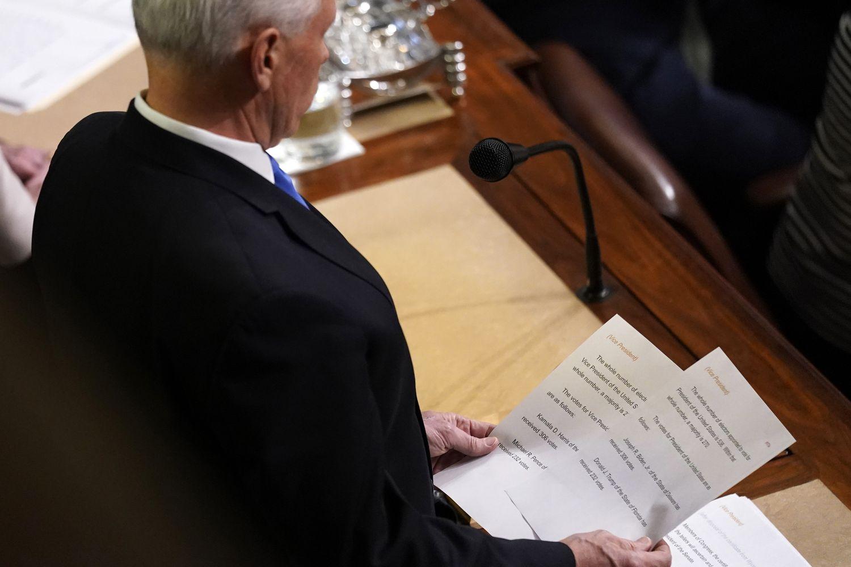 Il vicepresidente degli Stati Uniti Mike Pence annuncia l'elezione del presidente e del vicepresidente.
