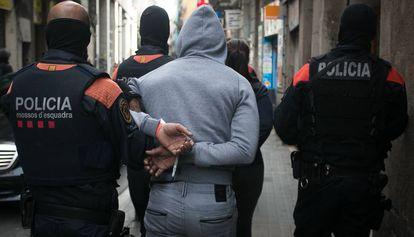 Una redada de narcopisos en el distrito de Ciutat Vella de Barcelona.