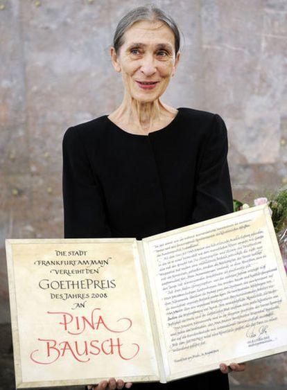 Pina Bausch posando durante la ceremonia de entrega de los Premios Goethe en Frankfurt en agosto de 2008.