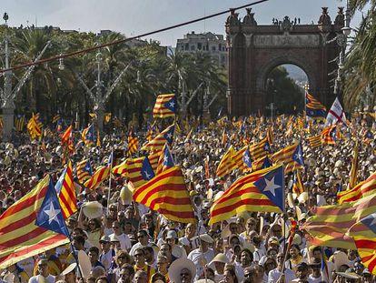 Multitudinaria manifestación celebrando la Diada de Cataluña, en Barcelona en septiembre de 2016.