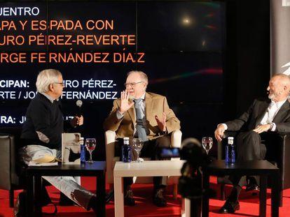 De izquierda a derecha, Juan Cruz, Jorge Fernández Díaz y Arturo Pérez- Reverte