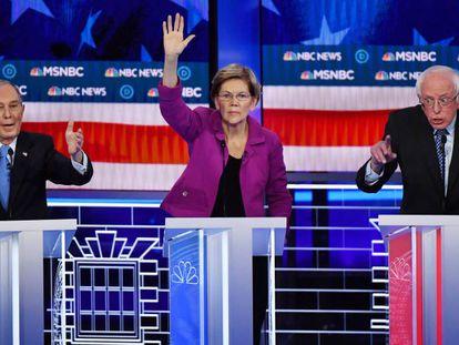 Michael Bloomberg, Elizabeth Warren y Bernie Sanders en un debate.