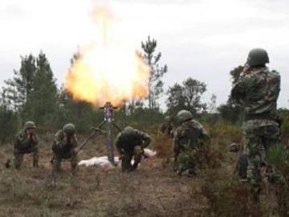 Militares portugueses durante unas maniobras.