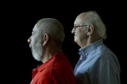 El cubano Leonardo Padura y el griego Petros Márkaris.