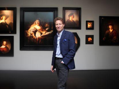 Thomas Kaplan frente a algunas piezas de su colección