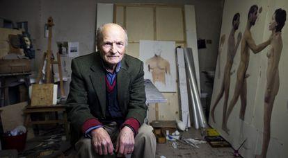 El pintor Antonio López, durante la entrevista en su estudio en Madrid.
