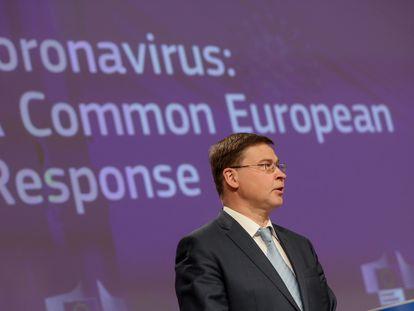 El vicepresidente ejecutivo de la Comisión Europea, Valdis Dombrovskis, durante la rueda de prensa de este miércoles en Bruselas.