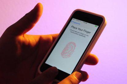 Algunos 'smartphones' tienen un lector de huellas dactilares.