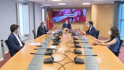 Ignacio Aguado, junto a los portavoces de PSOE, Más Madrid, Cs y Unidas Podemos en la sede de la vicepresidencia de la Comunidad el pasado mes de junio.
