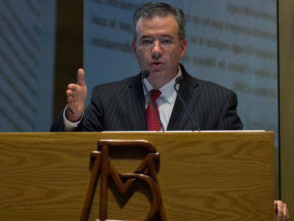 El gobernador del Banco de México, Alejandro Díaz de León.