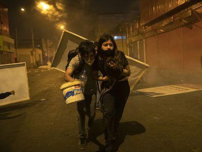 Un par de manifestantes en las protestas en Lima, Perú, el pasado 14 de noviembre.