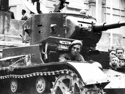 Tanque de las tropas republicanas durante la Guerra Civil, en 1936.